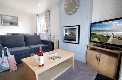 Last Minute Cottages - Stunning Milford On Sea Lodge S136009