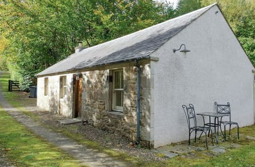 Last Minute Cottages - Orchard Cottage at Braidwood Castle - UK10671