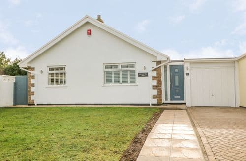 Last Minute Cottages - Holywell Bay View