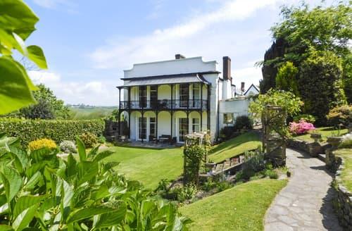Big Cottages - Newport Manor