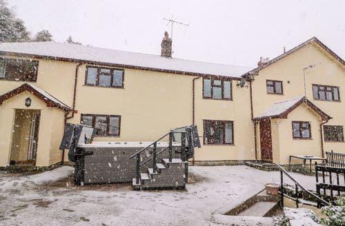 Big Cottages - Captivating Knighton Cottage S136506