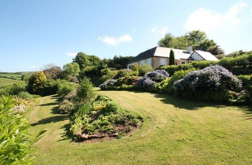 Last Minute Cottages - Raleigh Lodge, Wheddon Cross