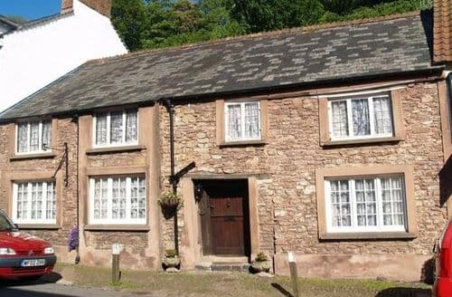 Last Minute Cottages - The Oval in Dunster
