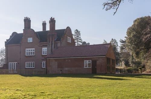 Last Minute Cottages - Apt 3, Gresham Hall