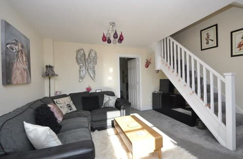 Last Minute Cottages - Beautiful Cinderford Cottage S136877