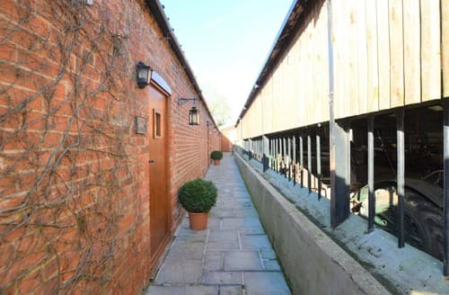 Last Minute Cottages - Charming Market Rasen Barn S136994