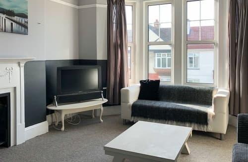 Last Minute Cottages - Preston Sands Apartment, Paignton