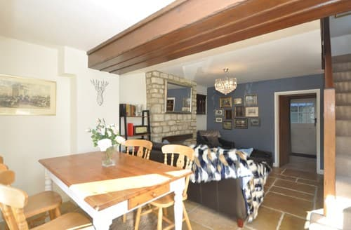 Last Minute Cottages - Luxury Witney Cottage S137121