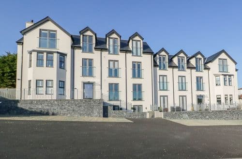 Last Minute Cottages - Hafan Traeth (Beach Haven)