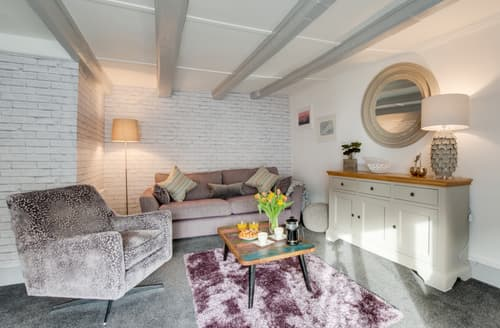 Last Minute Cottages - Exquisite Padstow Town Apartment S137385