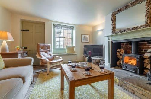 Last Minute Cottages - Arch Cottage