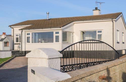 Last Minute Cottages - Superb Trearddur Bay Cottage S137651