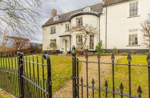 Last Minute Cottages - The Old Rectory (Suffolk), Heveningham