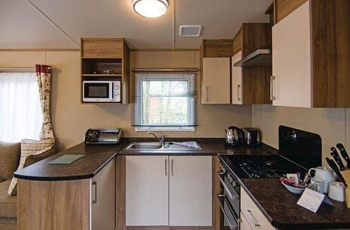 Last Minute Cottages - Delightful Lake Windermere Lodge S137952
