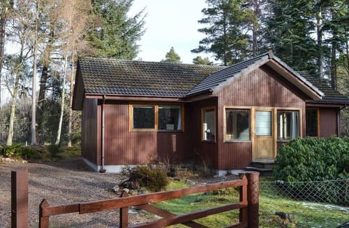 Last Minute Cottages - Cosy Nethy Bridge Cottage S137958
