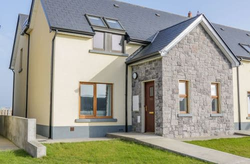 Last Minute Cottages - C64 Cahermore Holiday Village