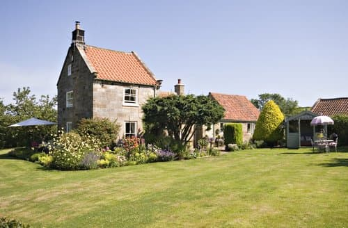 Last Minute Cottages - Cosy Sandsend House S138543