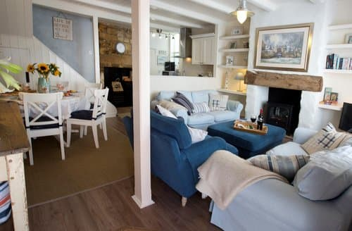 Last Minute Cottages - Cosy Robin Hoods Bay Cottage S138577