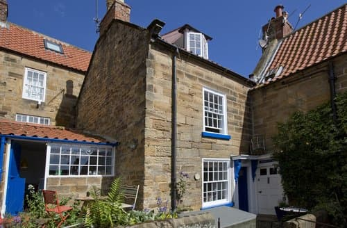 Dog Friendly Cottages - Luxury Whitby Cottage S138702
