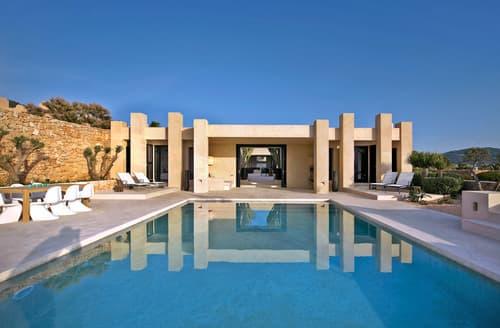 Last Minute Cottages - Villa Arenil