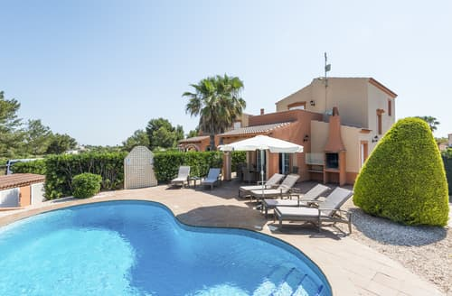 Last Minute Cottages - Villa Lareina