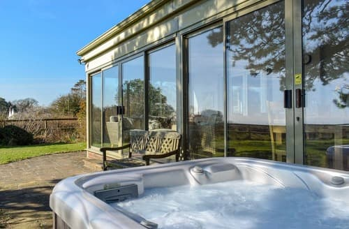 Last Minute Cottages - Splendid Rousdon Lodge S138832