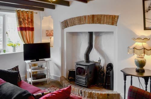 Last Minute Cottages - Cosy Sleights Cottage S138971