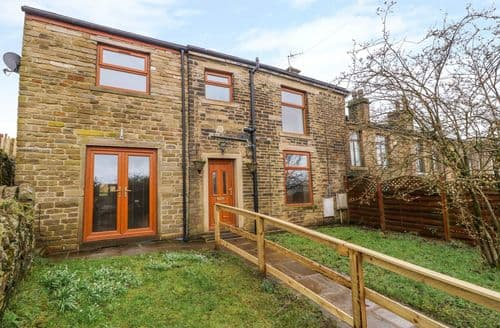 Big Cottages - Attractive Thornton, West Yorkshire Cottage S139411