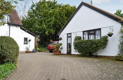 Last Minute Cottages - Beautiful Whitton Cottage S139560