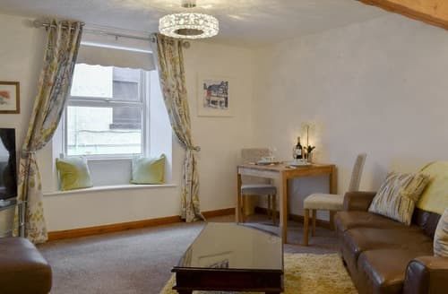Last Minute Cottages - Beautiful Bowness On Windermere Apartment S139663