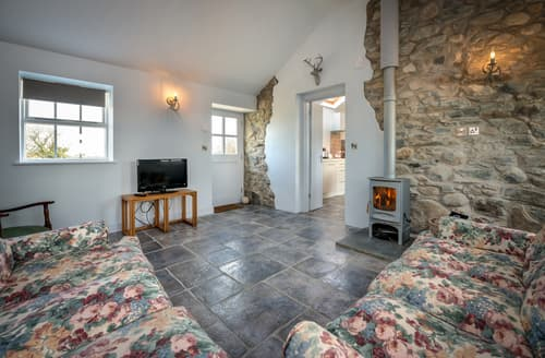 Last Minute Cottages - Greigir Isaf Barns