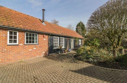 Last Minute Cottages - Courtyard Cottage, Poplar Farm Barn