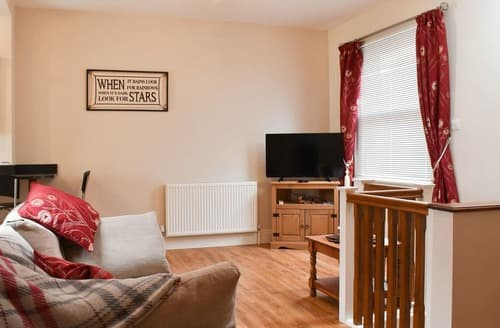 Last Minute Cottages - Lovely Harwich Apartment S139823
