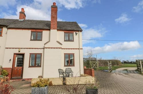 Last Minute Cottages - Wonderful Rocester Cottage S139885
