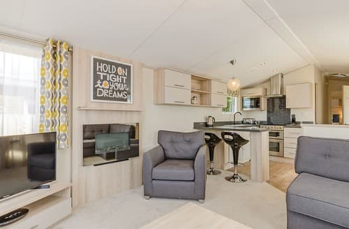 Last Minute Cottages - Luxury Sherwood Forest Lodge S139935