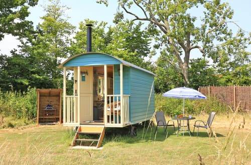 Last Minute Cottages - Inviting Toft Monks Lodge S139956