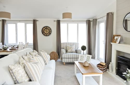 Last Minute Cottages - Luxury Sherwood Forest Lodge S139975