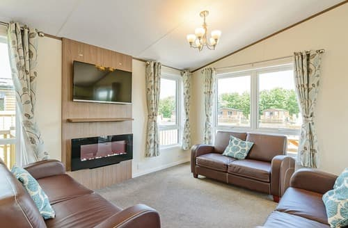 Last Minute Cottages - Cosy Sherwood Forest Lodge S140000