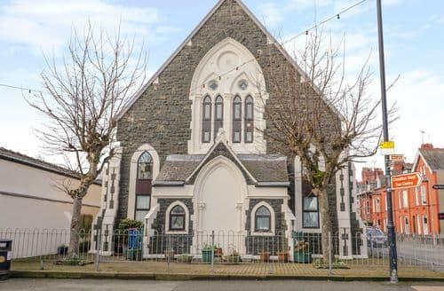 Last Minute Cottages - No 2 Presbyterian Church