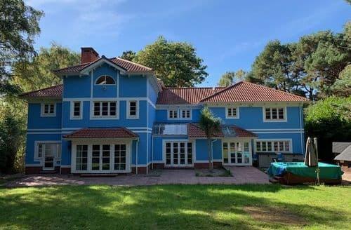 Big Cottages - The Moondance Villa S140221