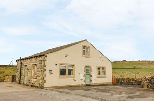 Last Minute Cottages - Excellent Cowling  Cottage S140425