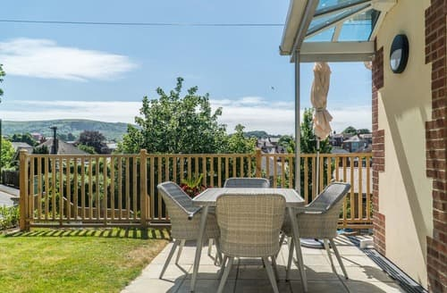 Last Minute Cottages - Luxury Shanklin Apartment S140473