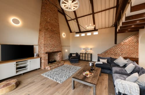 Last Minute Cottages - Beautiful Clippesby Cottage S125080