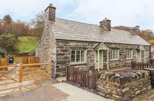 Last Minute Cottages - Luxury Tregarth Cottage S140696