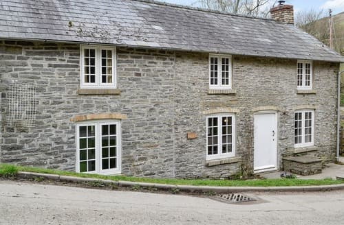Last Minute Cottages - Beautiful Rhulen Cottage S140975
