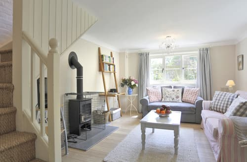 Last Minute Cottages - Inviting Toft Monks  Lodge S141102