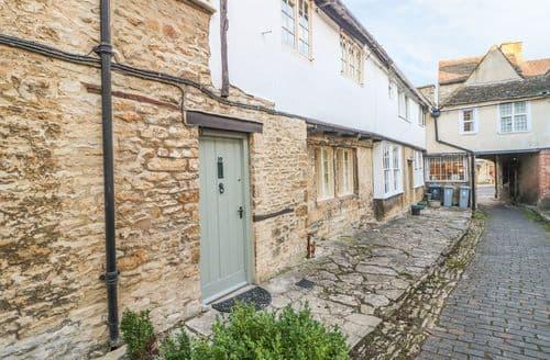 Last Minute Cottages - Cosy Burford Cottage S141179