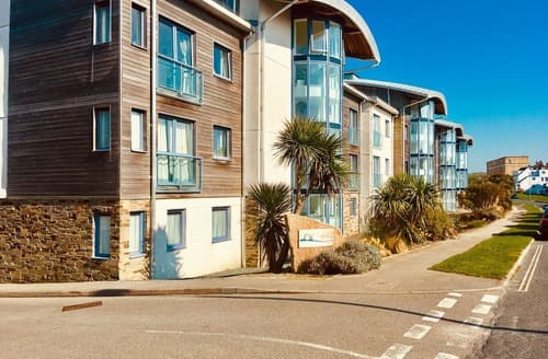 Last Minute Cottages - Gorgeous Newquay Apartment S141258