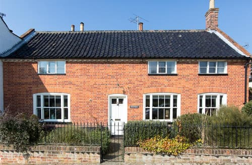 Last Minute Cottages - Swan House