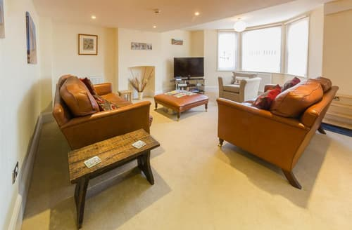 Last Minute Cottages - Breaker Apartment